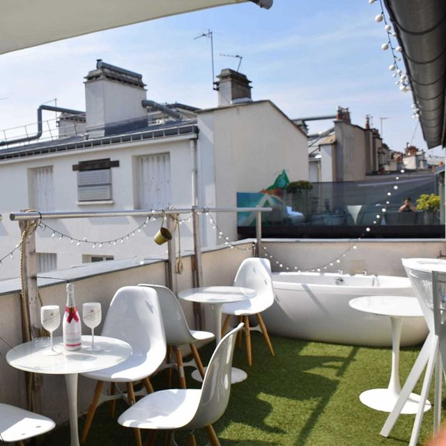 Dreaming about the sun...? It's right here, in Le Marais! ☀️  Enjoy our luxury pool suite and private terrace today with our exclusive promo code REBONJOUR to be used on our website 👉link in bio  #paris #sunny #terrace #terrasse #private #luxury #vip #pool #hotel #boutiquehotel #couplegoals #giftideas #lemarais #confinement #quarantinelife #bath #rooftop #1Kparis #machefert
