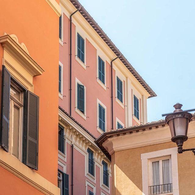 Any plans for today?  We suggest to spend the morning wandering around the city, looking up to the sky and admiring the beautiful Roman architecture ✨  -  Programmi per oggi?  Consigliamo di trascorrere la mattinata passeggiando per la città, con il naso all'insù per ammirare il cielo e l'architettura romana ✨  #9hotelcollection #9hotelcesari #wheninrome #rome #roma #visitrome #igersroma #romeitaly #italianholiday #travelerinrome #besthotels #luxuryhotelsworld #romehotel #romehotels #hotelroma #hotelrome #hotelsinrome #uniquehotels #rometravel #rometrip #romevacation #luxuryitaly