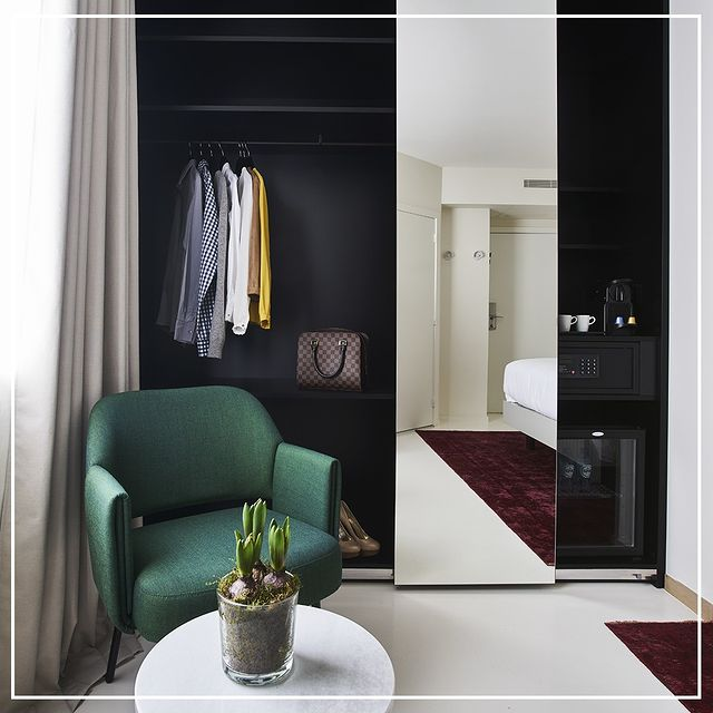 Welcome to our hotel, please make yourself at ease . Bienvenue chez nous ! Mettez-vous à l'aise . . . #9hotelcollection #9hotelBrussels #bedroom #decor #dressing #interiordecor #brussels #belgium #travel #visitbrussels #design #hotel