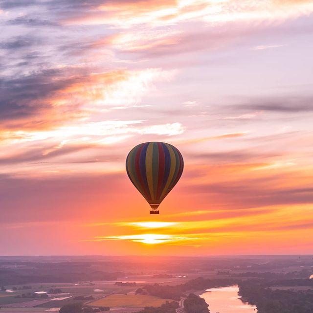 Levée de soleil sur la Loire avec @tom_aero5