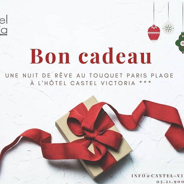 En panne d'idées cadeaux pour Noël ? Pensez à nos bons cadeaux entièrement personnalisables en fonction de vos envies et de votre budget. Une chouette idée à glisser au pied du sapin qui en ravira plus d'un ! 😊🎄🎁🎀 📞 03.21.900.100 ✉️Info@castel-victoria.com  #gift #christmas #christmas 2020 #ideecadeau #boncadeau #noel#cartecadeau #hotelletouquet #letouquetparisplage #aupieddusapin