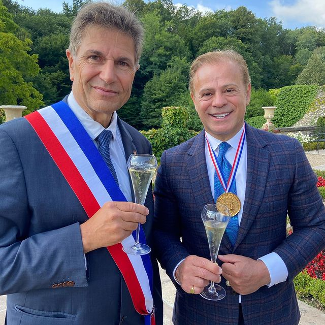 CEO of Younan Company, Zaya S. Younan, being awarded his 2nd Gold Medal of Honor by the French Government in a beautiful ceremony at Château de Beauvois. Mr. Younan has been recognized for his generous investments and hard work in restoring historic French monuments, while creating hundreds of jobs and positively benefiting the French economy. Congratulations on a job well done Mr. Younan! 👏🏼🏅