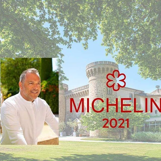 """C'est avec une grande fierté que nous apprenons aujourd'hui que le Guide Michelin honore le Château de Massillan et son Chef Christophe Chiavola d'une Étoile saluant """"la valorisation de très beaux produits, dont ceux du potager et du verger bio du domaine"""". Une reconnaissance de notre engagement et de la philosophie portée par nos équipes. Bravo à tous, aux équipes en cuisine et en salle pour cette distinction ! . . . #michelinstar #michelin #guidemichelin #provence #restaurant #chefs #chef #frenchtable #frenchfood #starchef #provence #etoile #etoilemichelin"""