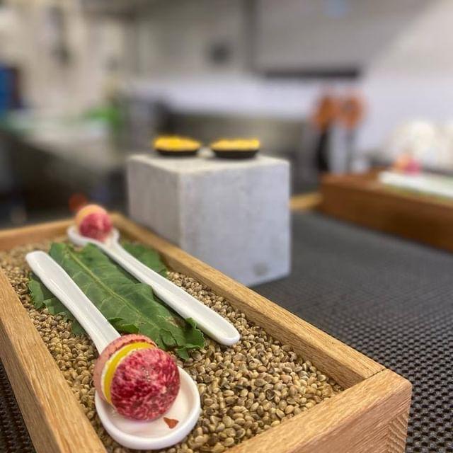 """[𝙋𝘼𝙍𝙊𝙇𝙀 𝘿𝙀 𝘾𝙃𝙀𝙁 ] """"Ma cuisine est élégante, sobre, subtile et centrée sur le produit. Je crois qu'elle est sincère. Je ne fais pas d'associations sorties de nulle part. J'aime la palette de produits qu'offre la Provence et la Méditerranée. J'aime ce terroir, il me parle"""" - Mickael Furnion   #provence #food #chef #michelinstar #cooking #bio #restaurant #restaurantétoilé #vaucluse #provencelife #healthyfood #chefstalk @mickael.furnion @michelinguide @foodandsens @gaultetmillaufr"""