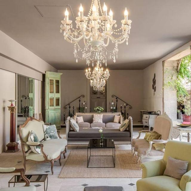 [𝑽𝑰𝑺𝑰𝑻𝑬 𝑮𝑼𝑰𝑫𝑬𝑬] Pour s'abriter du soleil trop ou au contraire se réchauffer les soirs d'été lorsque l'air devient plus frais, le jardin d'hiver se fait cocooning pour vous accueillir. 👉 Découvrez nous sur https://www.chateaudemassillan.fr/  #provencelife #tourismefrance #atoutfrance #vaucluse #uchaux #chateaudemassillan #tourismprovence #luxuryplaces #hotel #hotelécoresponsable #spa #restaurantétoilé #michelinstar