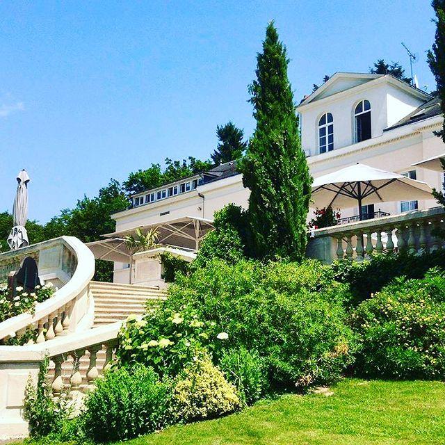 Aujourd'hui hôtel 4 étoiles, Vaugouard accueille ses clients pour un séjour détente et sport en Val de Loire. #younancollection #domainedevaugouard #ycmoments  • • • #hôtel #hotelspreference #hotellife #hotel #hotelview #hotelrooms #hotelroomdesign #hotelpool #hotelphotography #hotelfood #france #frenchhotel #chateauhotel #hotelgoals #hotelgram #golfhotel