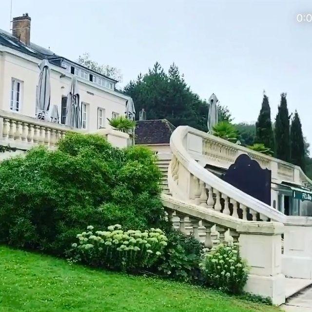 hotel near paris