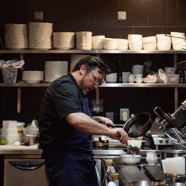 Open kitchen of Restaurant Bachaumont