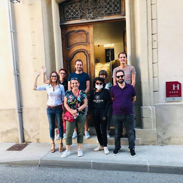 [ACCUEIL PRESSE] 🔝 En voilà une joyeuse équipe de journalistes en séjour chez nous! Merci @auvergnerhonealpes.tourisme et à Isabelle Faure de votre confiance renouvelée et de votre bienveillance.  🔝 Here is a very happy band of journalists staying with us! Thank you @auvergnerhonealpes.tourisme and Isabelle Faure for thé attention you extend to our property.  ✅ Contact DreamTeam: 📞 +33 (0)4 7506 9750 💌 contact@hoteldelavilleon.com  Hôtel de la Villeon **** 2 rue Davity 07300 Tournon-sur-Rhône (Ardèche - 50mn au sud de Lyon)  www.hoteldelavilleon.com   #hoteldelavilleon #tournonsurrhone #tournon #tournonsurrhône #ardeche #ardèche #ardechehermitage #hermitagetournonais #ardechetourisme #igersardèche #igersardeche #auvergnerhonealpestourisme #visitfrance #explorefrance #bestplacestogo #presstour #eductour #rhonevalley #oenotourisme #winetourismfrance #winetourism #hotelsespritdefrance