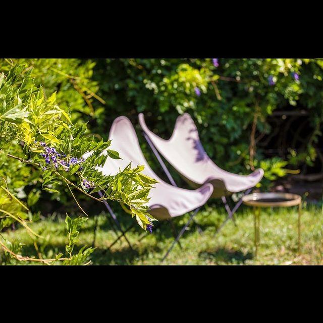 [VIVRE LE JARDIN] 🌿 Il est brut, il est situé juste au-dessus de notre maison, il est insoupçonné et enchanteur: on y vient pour rêver, pour méditer, pour regarder le soleil se lever ou juste pour vivre l'instant.  🌿 Our gardens are situated just above our mansion, they are a paradise for those who want to take a break, meditate, watch the sunrise or just observe the calm.  ✅ Contact DreamTeam: 📞 +33 (0)4 7506 9750 💌 reservation@hoteldelavilleon.com  Hôtel de la Villeon **** 2 rue Davity 07300 Tournon-sur-Rhône (Ardèche - 50mn au sud de Lyon)  Crédit photo @reaktion_photos   www.hoteldelavilleon.com  #hoteldelavilleon #hoteldeluxe #luxuryhotel #tournonsurrhone #ardeche #ardèche #ardechetourisme #ardechehermitage #hermitagetournonais #igersardeche #auvergnerhonealpestourisme #atoutfrance #visitfrance #explorefrance #tourismefrance #bestplacestogo #gardens #gardensofinstagram #jardins #jardinsecret #jardinsuspendu #bienvenue #welcometofrance #welcome #hospitality #hospitalityindustry