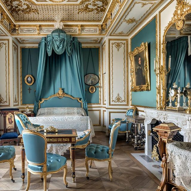 Virtual tour of the Château de Chantilly 🏰 Stroll at your leisure through the private apartments of Chantilly Castle. As you walk through the rooms, you'll be able to discover works and furniture in high definition!