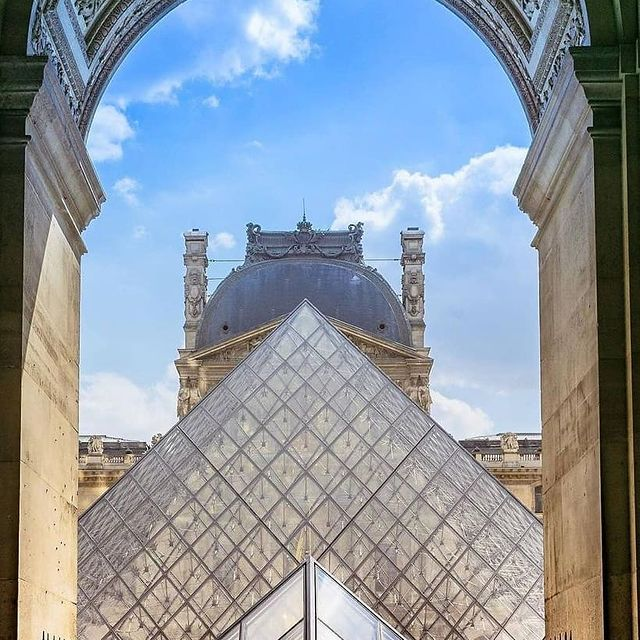 📸 @americainparis Can't wait to visit the Louvre again🇫🇷✨