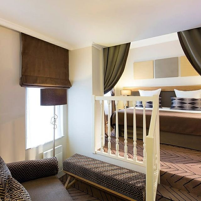 Our Junior Suite is perfect for a unique stay in Paris 🤩🤎!