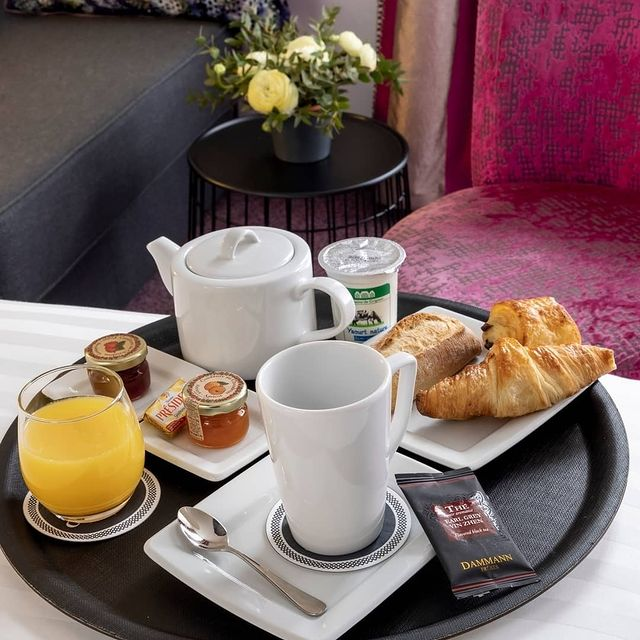 A delicious, gourmet breakfast served in your room ! You can even take it away ☕😋 !