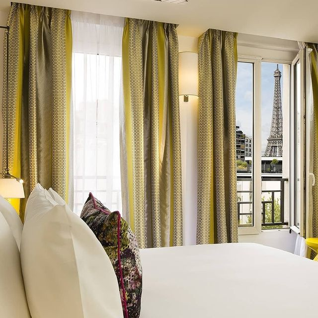 💁♀️Our Gustave rooms offer a breathtaking view of the magnificent Iron Lady✨