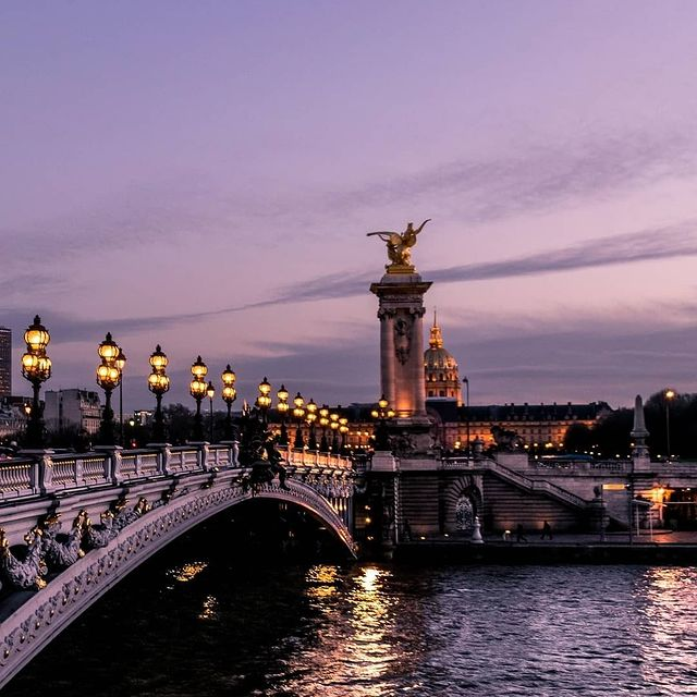 An evening on the banks of the Seine?🌟