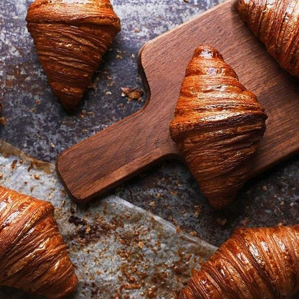 It's bread day! Enjoy the best French bakeries in the area 🥐  At breakfast, at four o'clock, as a side dish to lunch, bread is part of French lifestyle.   @the_french_bastards @yanncouvreur