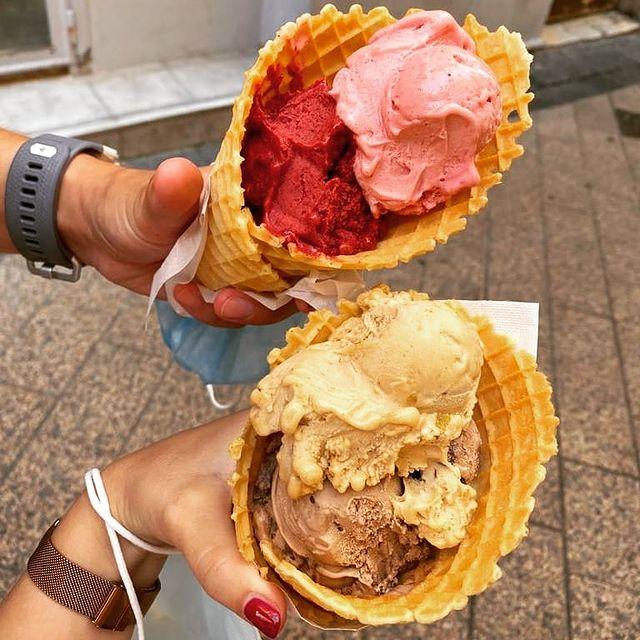 Aujourd'hui on se rafraîchit avec une bonne glace 🍨😋😎  Devinez chez qui ?  Partagez avec nous votre meilleur glacier à Nice dans les commentaires 👇 **************** With a good ice-cream we stay fresh today 🍨😋😎  Can you recognize were we got this one ?   Share your favorite ice-cream spot in Nice in the comments 👇  #summer #icecream #été #glace #ilovenice #cotedazurfrance #frenchriviera #hotel #monsigny #hotelmonsigny #feelgood
