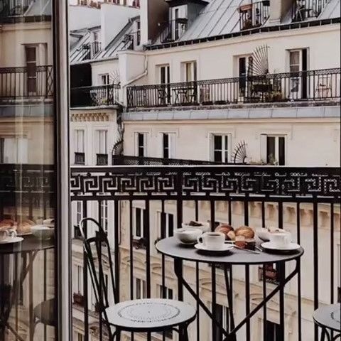 Craving for Parisian breakfast 🥐  The Hotel Petit Lafayette will reopen it's doors soon : pack your suitcase! ___________________________________  #travel #Parisianlover #hotelover #Parissecret #Haussmann #hotellife #Instatravel #Montmartre #Operagarnier #roomwithaview #lemarais # #interiordesign