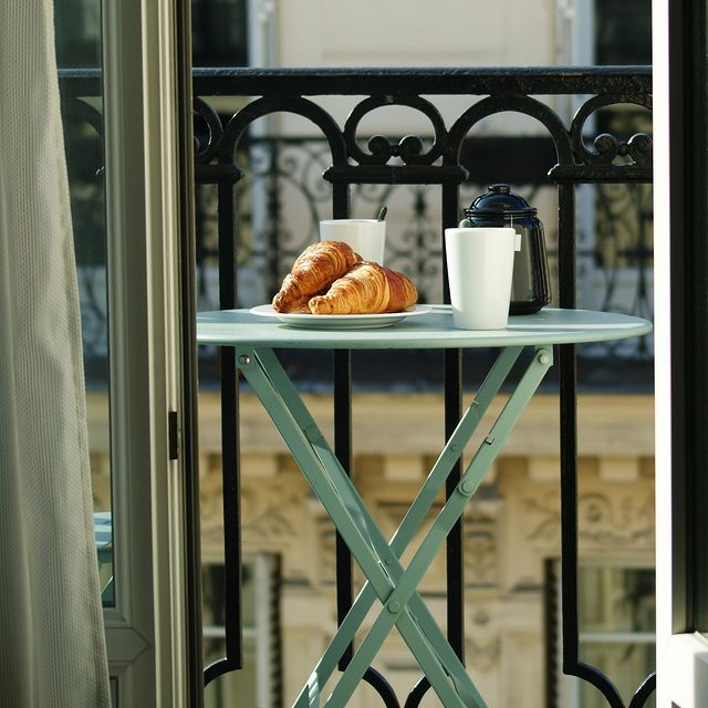 Breakfast is served! And it happens on one of our lovely balcony 🥐☕  -  Le petit déjeuner est servi ! Et cela se passe sur l'un de nos charmants balcons 🥐☕ ___________________________________  #travel #Parisianlover #hotelover #Parissecret #Haussmann #hotellife #Instatravel #Montmartre #Operagarnier #roomwithaview #lemarais # #interiordesign