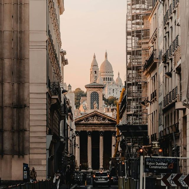 Do you know Notre-Dame-de-Lorette church?  Only 8 minutes by walk from the hotel 🚶🏻♂️  -  Connaissez-vous l'église Notre-Dame-de-Lorette ? A seulement 8 minutes de marche de l'hôtel 🚶🏻♂️ ___________________________________ @tony_pallop   #travel #Parisianlover #hotelover #Parissecret #Haussmann #hotellife #Instatravel #Montmartre #Operagarnier #roomwithaview #lemarais # #interiordesign