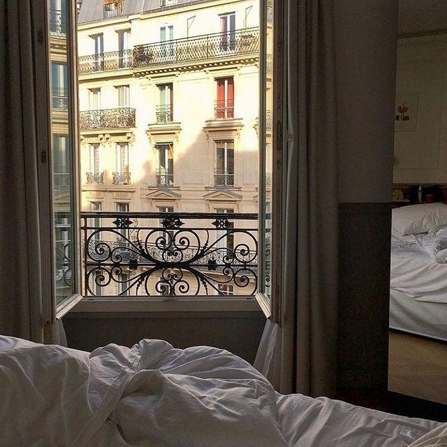 Wake up! It's time to discover multitude of excited things in Paris ☀️  -  Debout ! C'est l'heure de découvrir une multitude d'activités à Paris ☀️ ___________________________________ @penelopeac   #travel #Parisianlover #hotelover #Parissecret #Haussmann #hotellife #Instatravel #Montmartre #Operagarnier #roomwithaview #lemarais # #interiordesign