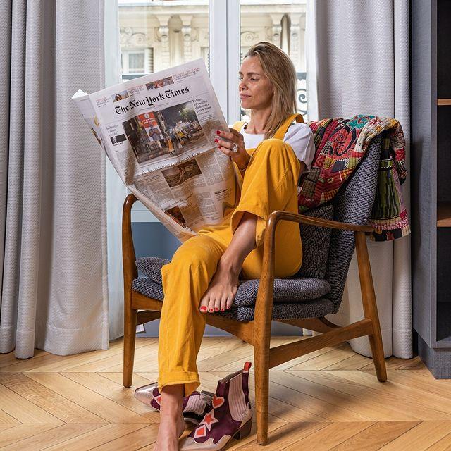 Take your time it's Friday ! 🍸😎 ___________________________________ 💕@marieguthmann 📸@mathildemion.photo  #travel #Parisianlover #hotelover #Parissecret #Haussmann #hotellife #Instatravel #Montmartre #Operagarnier #roomwithaview #lemarais # #interiordesign