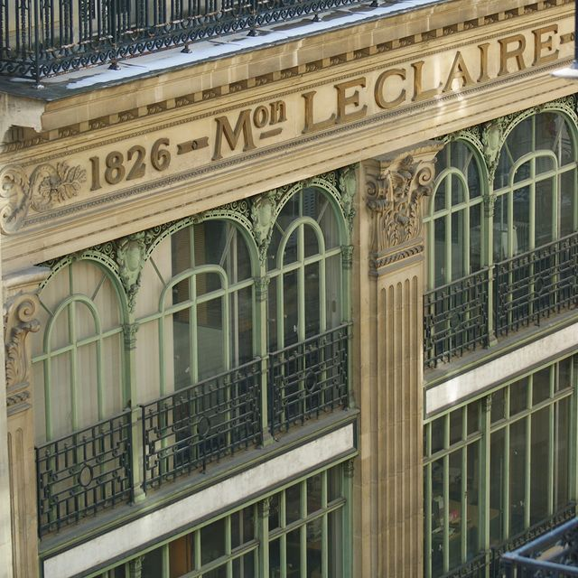 Beautiful facade just in front of the hotel 💫  -  Magnifique façade en face de l'hôtel ___________________________________   #travel #Parisianlover #hotelover #Parissecret #Haussmann #hotellife #Instatravel #Montmartre #Operagarnier #roomwithaview #lemarais # #interiordesignlovers