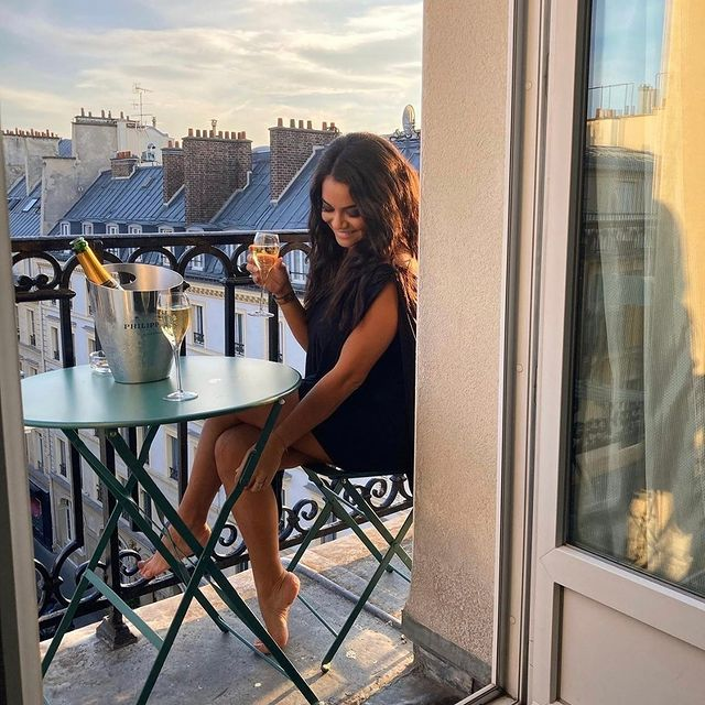 Balconies are girl's best friends  📸@brunalia_a