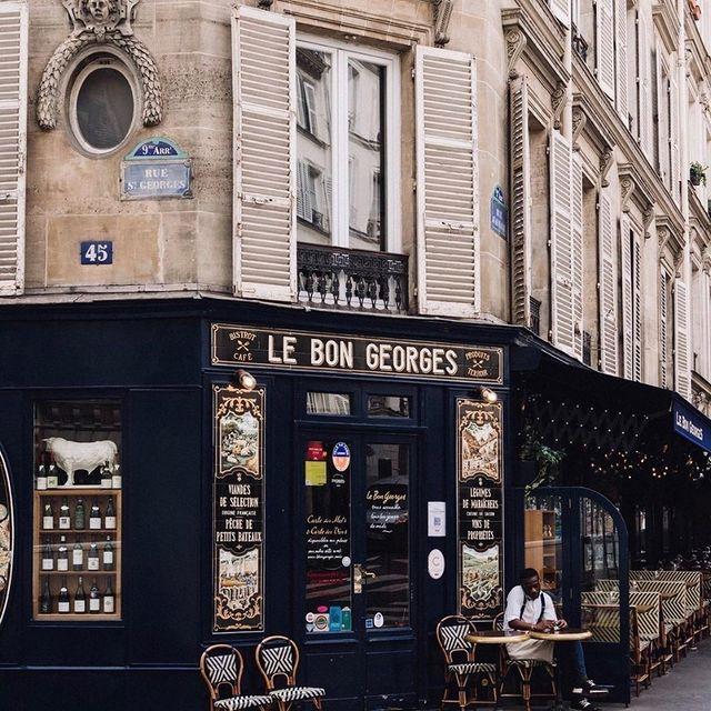 Le Bon Georges, une institution à découvrir tout proche de l'hôtel 🍗 ___________________________________   #travel #Parisianlover #hotelover #Parissecret #Haussmann #hotellife #Instatravel #Montmartre #Operagarnier #roomwithaview #lemarais # #interiordesign