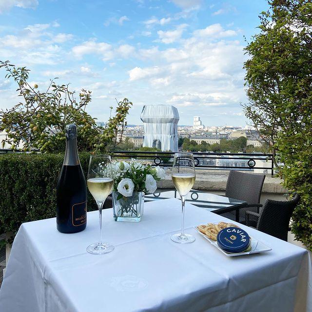 luxury restaurant paris