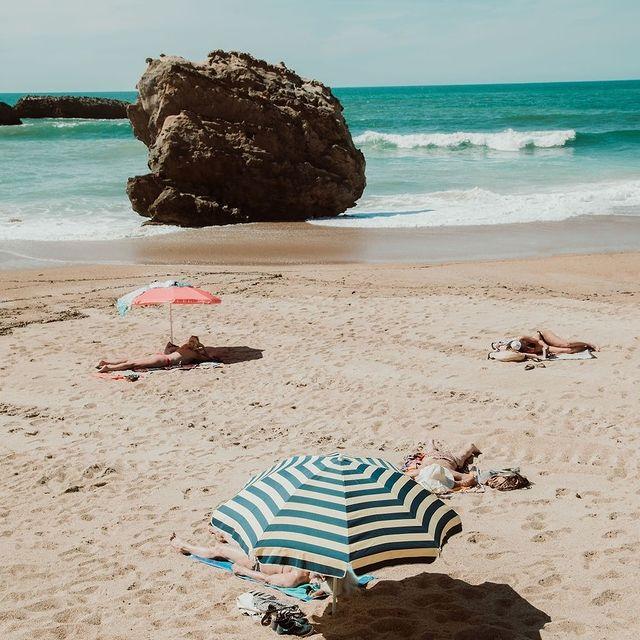 C'est l'heure de votre bain de soleil ☀️ . . Time to get some sunshine ☀️  #SaintJulienBiarritz #GintoHotels