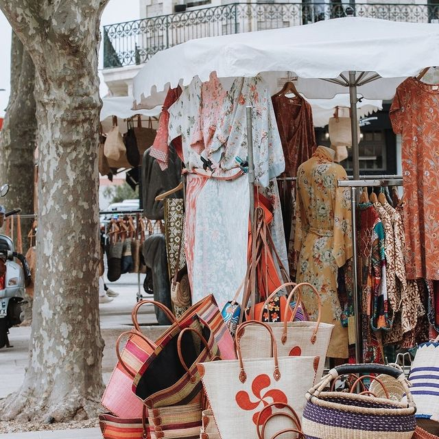 Les Halles de Biarritz, à quelques pas de l'hôtel : allez à la rencontre des commerçants et artisans de Biarritz et de leurs produits locaux. Un plaisir pour les yeux et les papilles. Tous les jours de 07h30 à 14h.  . .  Les Halles de Biarritz, a few steps from the hotel: go and meet the shopkeepers and craftsmen of Biarritz and their local products. A pleasure for the eyes and the taste buds. Every day from 07.30AM to 14PM  #biarritz #biarritzsurf #biarritztourisme #beachtown #atlanticocean #basquecountry #food #markets #freshfood #foodmarkets #hallesdebacalan #photography #travel #travelgram #travelphotography #france #summerineurope #photooftheday