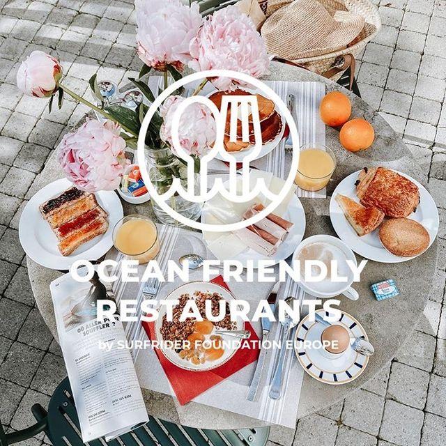 """Le développement durable est un élément important de notre culture à l'@hotelsaintjulienbiarritz et nos opérations quotidiennes. Nous sommes fiers d'avoir été récompensés par le label """"Ocean Friendly Restaurant"""" de @surfridereurope. Ce programme récompense les restaurants qui s'engagent à réduire les déchets de plastique à usage unique, à promouvoir la durabilité et à aider à protéger nos écosystèmes fragiles. 🌊 . . Sustainability is a big piece of our culture here @hotelsaintjulienbiarritz in our process and daily operations. We are very proud to be an """"Ocean Friendly certified restaurant"""" by @surfridereurope . Surfrider Foundation's Ocean Friendly Restaurant program recognizes restaurants that are committed to cutting out wasteful single-use plastic - promoting sustainability and helping to protect our fragile ocean ecosystems. 🌊  #SaintJulienBiarritz #GintoHotels #SurfriderFoundation #SurfriderEurope #Zerowaste #Oceanfriendlyrestaurants #Breakfreefromplastic #singleusesucks #Plasticfree #OceanLovers"""
