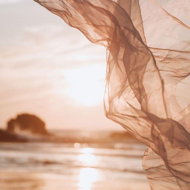 Nous rêvons de Biarritz au coucher du soleil, quand les ombres s'allongent et que la lumière danse sur l'océan. . . Dreaming of Biarritz at sundown, when the shadows get longer and the light dances on the ocean.  #SaintJulienBiarritz #GintoHotels #sunset #sundown #sunsetphotography #oceanlife #instadaily #instagood #instatravel #traveltheworld #travelbreak #instanature #naturegram #naturelovers #outdoorphotography