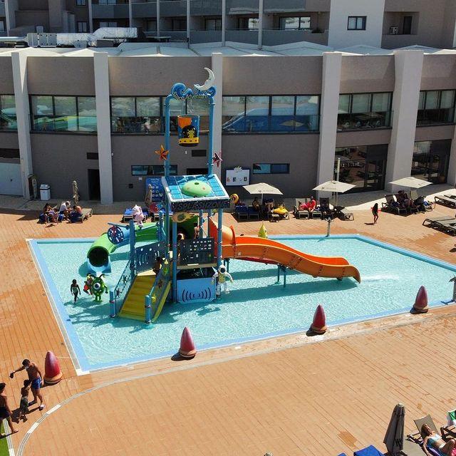 Um espaço fantástico para passar um dia quente de outono!   This is a great place to stay on a hot autumn day! #splash #splashpark #algarve #albufeira #jupiteralbufeirahotel