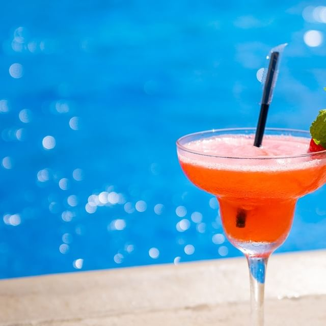 A drink by the pool. What else? 😉