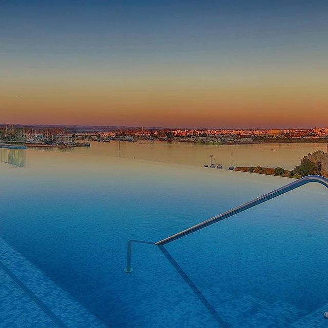 Imagine a beautiful rooftop with the perfect panoramic river view!😉