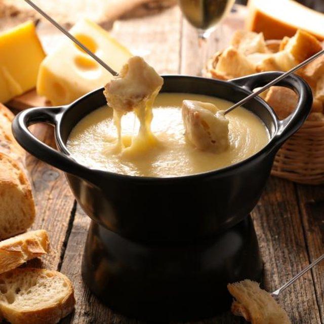 🧀 Citation du jour 🧀 L'âge n'a pas d'importance sauf si vous êtes un fromage ou une bouteille de vin. 🧀 Quote of the day 🧀 Age does not matter unless you are a cheese or a bottle of wine.  Réservation / Booking : ☎️+ 33 4 79 08 27 47 ✉️lafromagerie@maisontournier.com 🐭 Say Cheese!  #lafromageriecourchevel #courchevel #cheeselover #pictoftheday #instafood #instagood #courchevel1850 #courchevel2019 #tartiflette #raclette #tartiflettemaison #roblochon #roblochondesavoie #savoie #fromage #lafromagerie #maisontournier