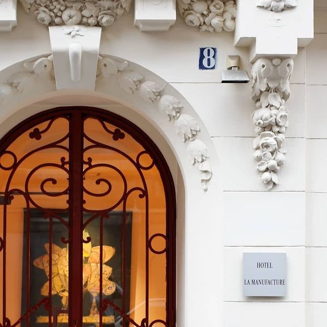 Push the doors of the hotel La Manufacture for a comfortable and relaxing stay in the capital🗝️🚪
