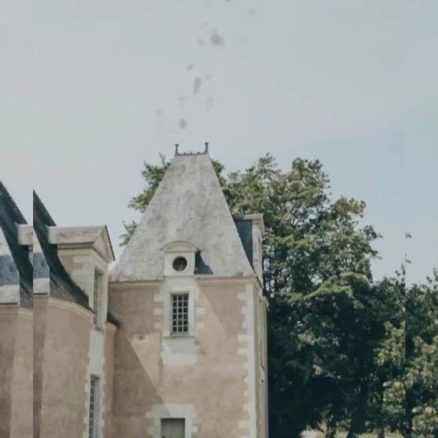 Le château propose cinq salles de réception différentes avec une capacité maximale totale de 300 personnes, chaque chambre avec son propre caractère et pleine d'histoire, et peut même être louée entièrement pour votre journée spéciale. #younancollection #châteaudelaperrière #ycmoments  • • • #weddingdress #wedding #weddingphotography #weddinginspiration #weddingrings #weddingreception #weddingvenue #destinationwedding #weddingvenues #weddingplanners #eventplanner #eventvenue #mariages #frenchweddingstyle #weddings #weddingmoments #weddinggoals #weddingdesign