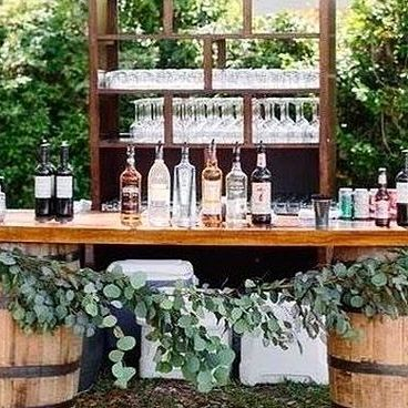 Remembering sunny days at Château de la Perrière and when our bride asked for an outdoor bar, so we gave it to her! Patiently waiting for spring and all the upcoming weddings & memories to be made at the castle!