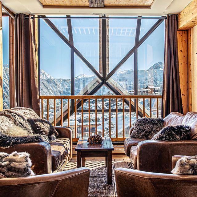 Toute l'équipe de l'Hôtel La Pomme vous souhaite un agréable week-end ! ⭐  #lapomme #lapommecourchevel #maisontournier #courchevel #courchevel1850 #skiseason #3vallees #hotelmontagne #travel #vacation #holyday #traveling #frenchalps #snowlife #lovemountains #bestintravel #restaurant #hotel #mountainsview #winterlove #mountainlife #beautifuldestinations #resort #photography #luxurytravel #magicwinter #winter2021 #beautifuldestinations #beautifulplace #beautifulcourchevel