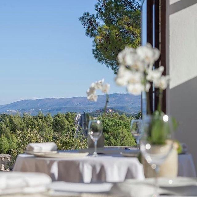 🇬🇧 D-1 !!! 😍 We are so looking forward seeing you tomorrow with new featurings in our 2 restaurants 🍽☀️👋🏼 . 🇫🇷 J-1 !!! 😍 Nous avons tellement hâte de vous retrouver dès demain avec quelques nouveautés à l'hôtel et dans nos 2 restaurants 🍽 ☀️👋🏼  ☎ Plus d'infos et réservation au 04 90 05 78 83 • • #onatousbesoindusud #lephebus #xaviermathieu #frenchchef #restaurant #beautifulrestaurant #deliciousjourneys #relaischateaux #luberon #provence #southoffrance #luberoncoeurdeprovence #relaischateauxsudfrance