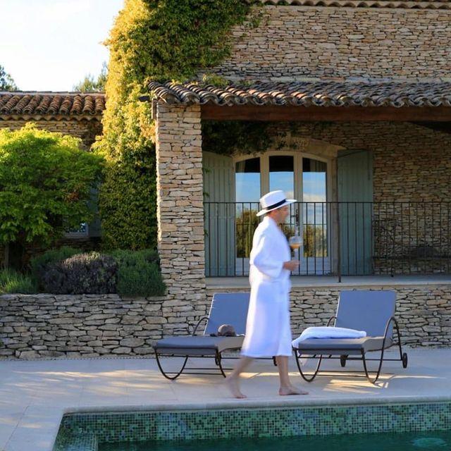 """Connaissez-vous les Villas by @relaischateaux ?  Profitez de l'intimité et du réconfort d'un """"home sweet home"""" tout en bénéficiant de services et expériences sur mesure tels que notre cuisine de Chef ou l'accès à un spa.  💦  Réservez votre villa au Phébus via notre site www.lephebus.com  #lephebusetspa #villa #privatevilla #relaischateauxsudfrance #onatousbesoindusud #joucas #xaviermathieu"""