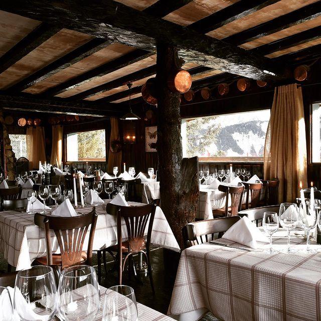 🎿 La Casserole - Déjeuner sur piste !   Sur le domaine de Courchevel 1650, au départ du télésiège du Signal, la Casserole vous accueille tous les jours pour le déjeuner. Grillades à la cheminée, agneau de 7 heures, poulet fermier entier ou buffet de desserts maison, seront aiguiser le palais des plus gourmets.   @lacasserole_courchevel   ☎ +33 (0)4 79 08 06 35  🌐 www.maisontournier.com  ✉ casserole@maisontournier.com   #lacasserole #casserole #lacasserolecourchevel #courchevel #courchevel1650 #maisontournier #maisontournierstyle #restaurant #lovelyfood #savoy #frenchalps #cvlmoment #foodandsnow #gastonomy #musicplace #niceview #mountainview #ontheslopes #food #foodie #bar #dinner #cafe #foodlover #lunch #foodstagram #beautifuldestinations #beautifulplace #beautifulcourchevel