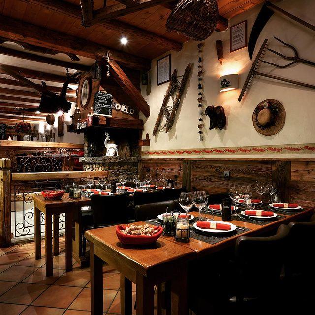 🧀 La Fromagerie - Le restaurant des Savoie !   Redécouvrez les plaisirs de la cuisine traditionnelle de nos montagnes dans un décor authentique tout habillé de bois et de pierres dans une atmosphère chaleureuse. Tandis que le feu crépite dans la cheminée, partagez un moment convivial en famille ou entre amis autour d'une raclette, croziflette, fondu ou d'une tartiflette.   @lafromageriecourchevel   ☎ +33 (0)4 79 08 27 47  🌐 www.maisontournier.com  ✉ fromagerie@maisontournier.com   #lafromagerie #fromagerie #courchevel #courchevel1850 #maisontournier #maisontournierstyle #savoy #restaurantsavoyard #frenchalps #fondue #tartiflette #raclette #foodandsnow #lacuisinedelasourie #lovethisplace #courchevelcenter #cvlmoment #winter #lovelyfood #savoycheese #bestrestaurant #food #foodie #bar #dinner #wine #eat #restaurante #magicwinter