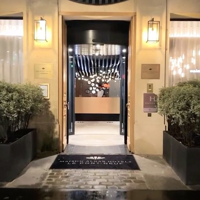Welcome to your Parisian 5-star second home... @maisonalbarhotels_pontneuf @maisonalbarhotels #Paris #Hotel #Welcome #CasuallyLuxurious #EspritDeFamille / @parisinngroup @hotelspreference