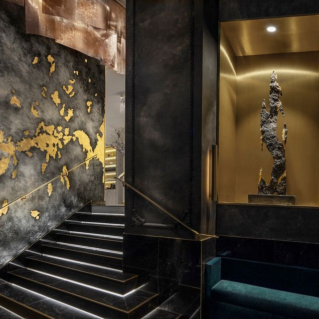 """«Les archipels du Lyon D'Or» : The 52 paintings scattered around the Maison were created specifically by @marc_dannaud_artist. They find their origins in the history of the place """"The Lyon d'Or"""" 📸 . . . #paris #maisonalbarhotels #casuallyluxurious #vendome #hotels #paris9 #dreaminparis #besthotelsparis #boutiquehotel #luxuryhotel #hoteldesign #luxuryinteriors #ateliercos #fabienroque  #contemporary - @roque.interieurs & @ateliercos @temptingplaces @kpictures_interior_photography"""