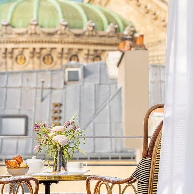 Pour commencer la journée,  Le Vendome vous propose le plus gourmand des petits-déjeuners, à savourer en chambre ou au restaurant de l'hôtel 🥐☕ . . . #paris #paristourisme #tourismeparis #parishotel #parisianlife #parisianvibes #parisianlifestyle #fashion #france #francetourisme #tourismefrance #tourisme #france4dreams #weekend #hôtel #hotel #hoteldeville #hotellife #hoteldesign #hotelsoftheworld #5star #5starhotel #boutiquehotel #spa #gastronomie #gastronomiefrançaise #bienetre #spaparis @maisonalbarhotels 📷@kpictures_interior_photography